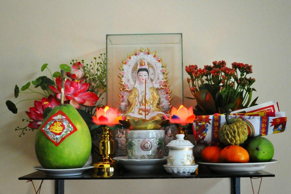 Bàn thờ quan âm không thể thiếu tượng Phật