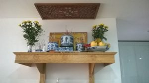 Các mẫu bàn thờ treo tường dài đẹp Đắc Tài Đắc Lộc cho gia chủ