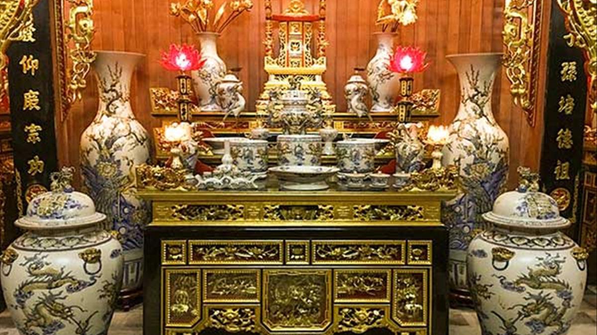 Trên bàn thờ có 4 bát hương có ảnh hưởng gì hay không?
